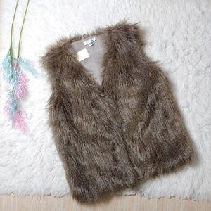 NWT 2 Sisters Faux Fur Furry Vest